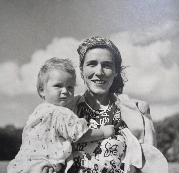 Gunda Lambton (née von Davidson) with daughter Fiona (Williams-Hulbert)