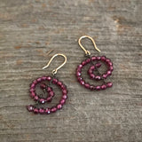 Spiral earrings in garnet and 14k gold