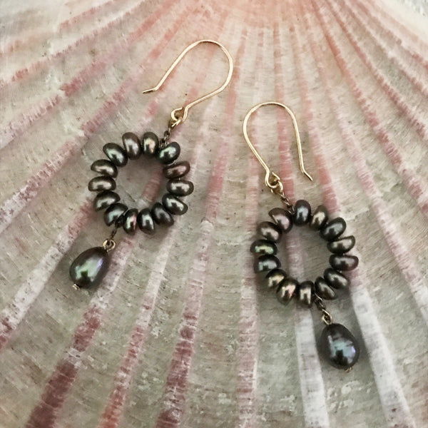 Small black pearl and gold earrings