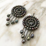 Dreamcatcher earrings in black pearls and gold