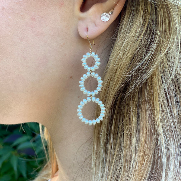 Graduated Circles Earrings in White Pearl