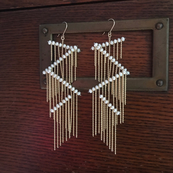 ZigZag Earrings - White Pearls