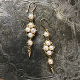 Arrowhead earrings in white pearls