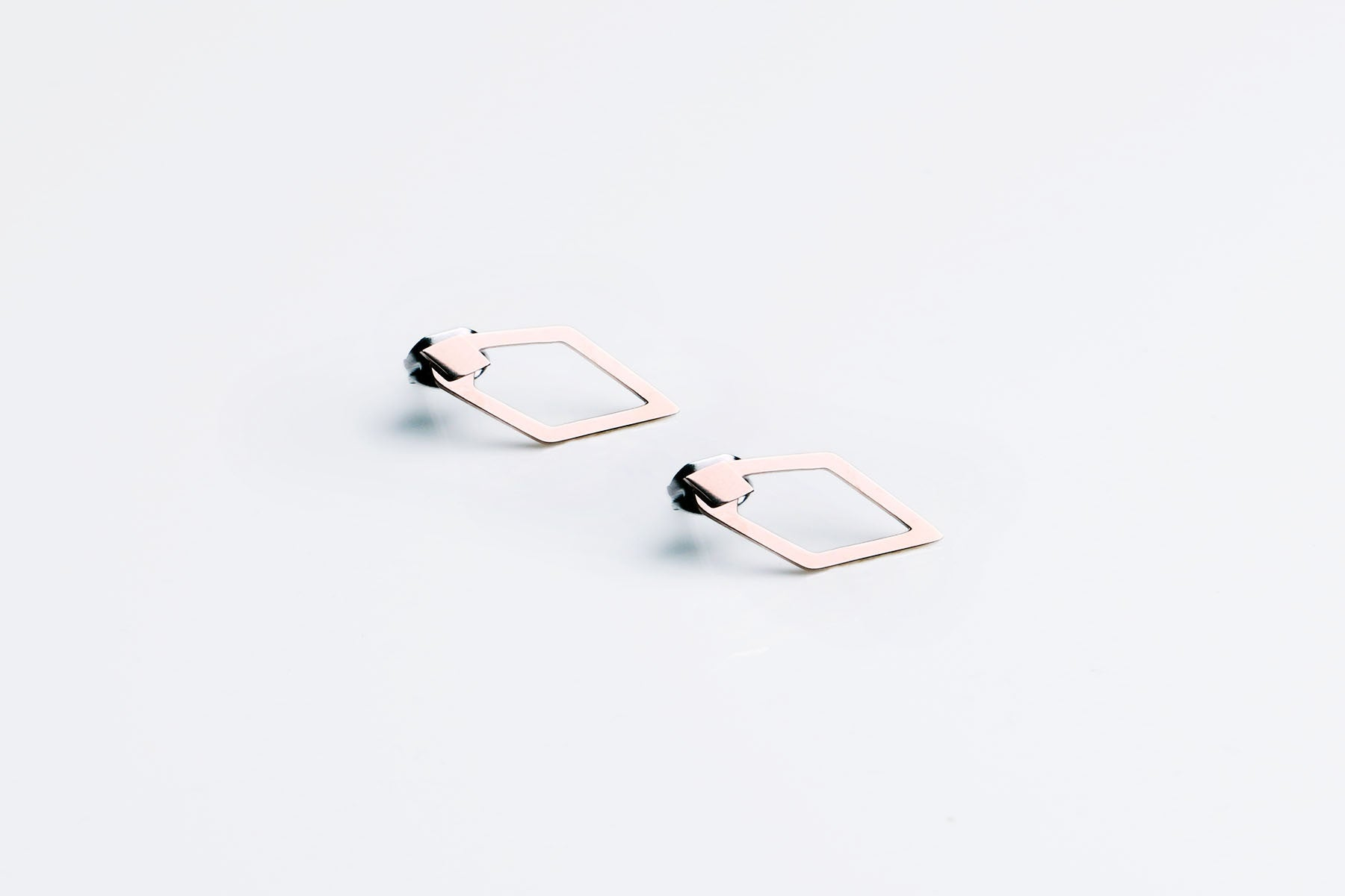 Unyé Design Design - Single Dagger Earring - Rose Gold
