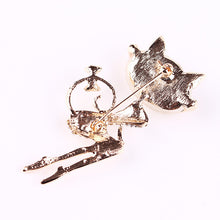 Load image into Gallery viewer, Cat Crystal Brooches