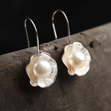 Load image into Gallery viewer, Luxury Pearl Drop Shell Earrings