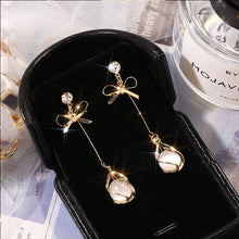 Load image into Gallery viewer, Classic Pearl Drop Earrings