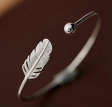 Load image into Gallery viewer, Angel Feather Bangle