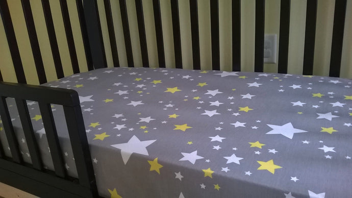 Fitted Crib Sheet with Ties in gray with yellow and white stars