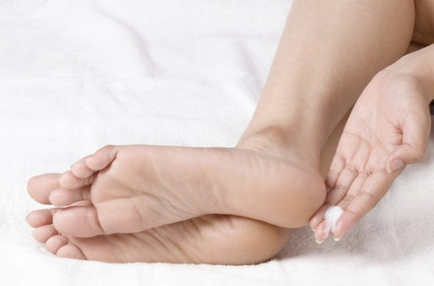 Mānuka Oil for Cracked Heels - Soothing cream on cracked feet.