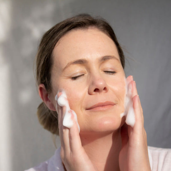 ManukaRx-East Cape Manuka Essential Oil Do's and don'ts of using manuka oil to prevent acne with foaming facial wash.
