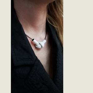 N009 leather knot white