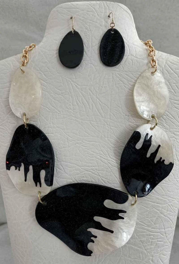 BLACK WHITE WITH GOLD ACCENTS NECKLACE SET ( 3532 )