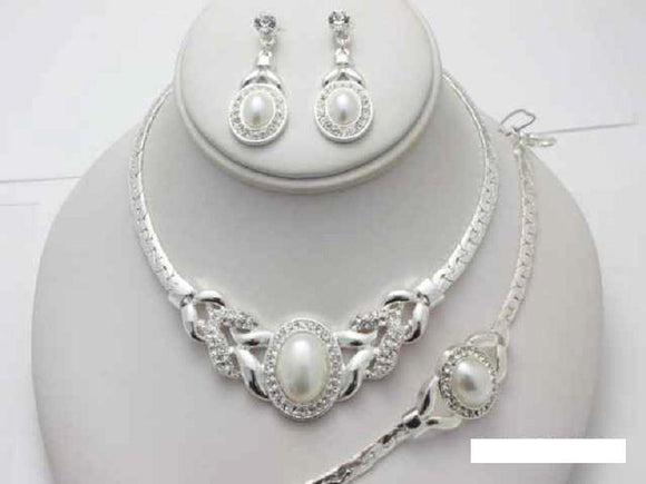SILVER NECKLACE SET CLEAR STONES WHITE PEARLS MATCHING BRACELET ( 15583 S )