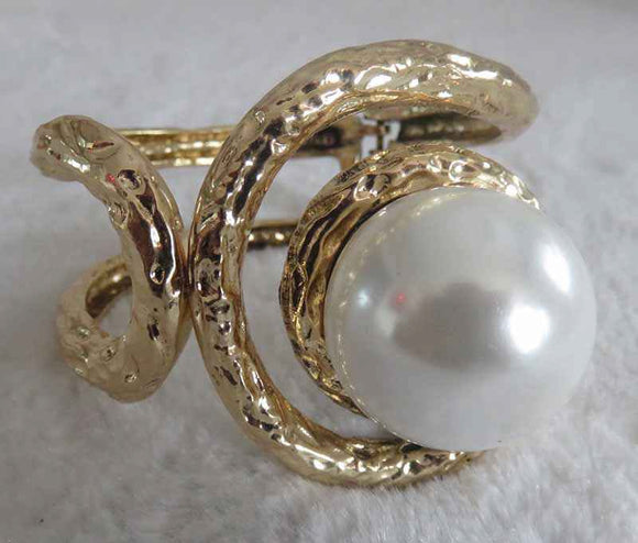 GOLD BANGLE WITH CREAM PEARL ( 722 )