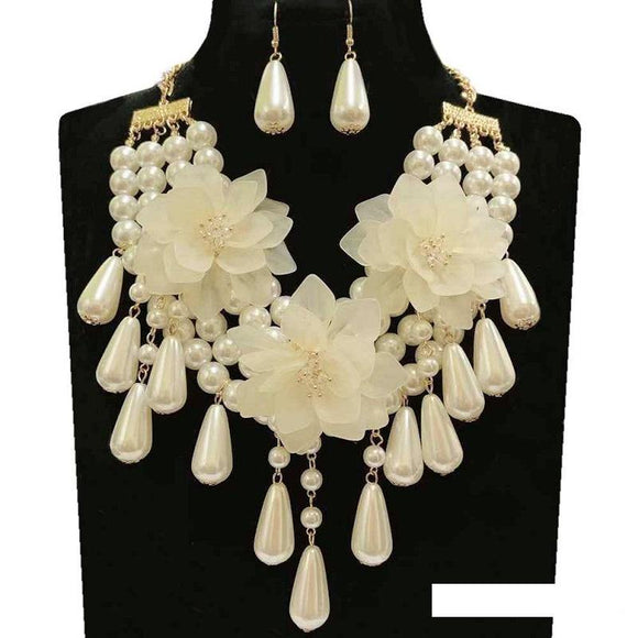 GOLD CREAM FLOWER NECKLACE SET ( 134 GCR )