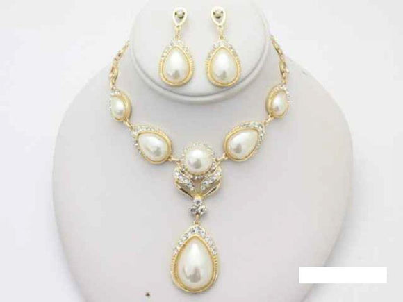 GOLD NECKLACE SET CLEAR STONES CREAM PEARLS ( 14982 GCL )