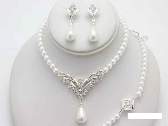SILVER WHITE PEARL NECKLACE SET MATCHING BRACELET ( 15789 WT )