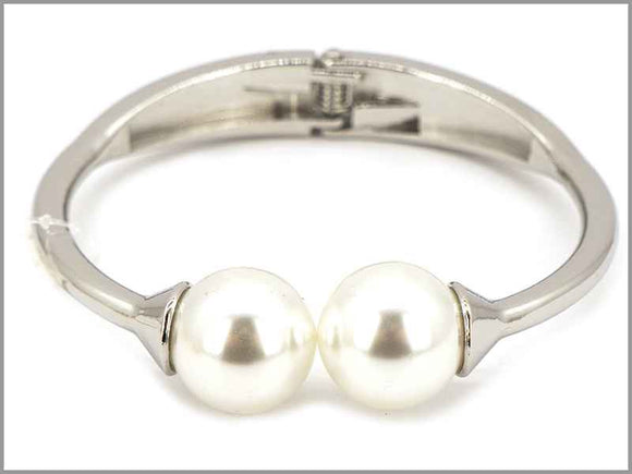 SILVER CREAM PEARLS BANGLE ( 5747 R )