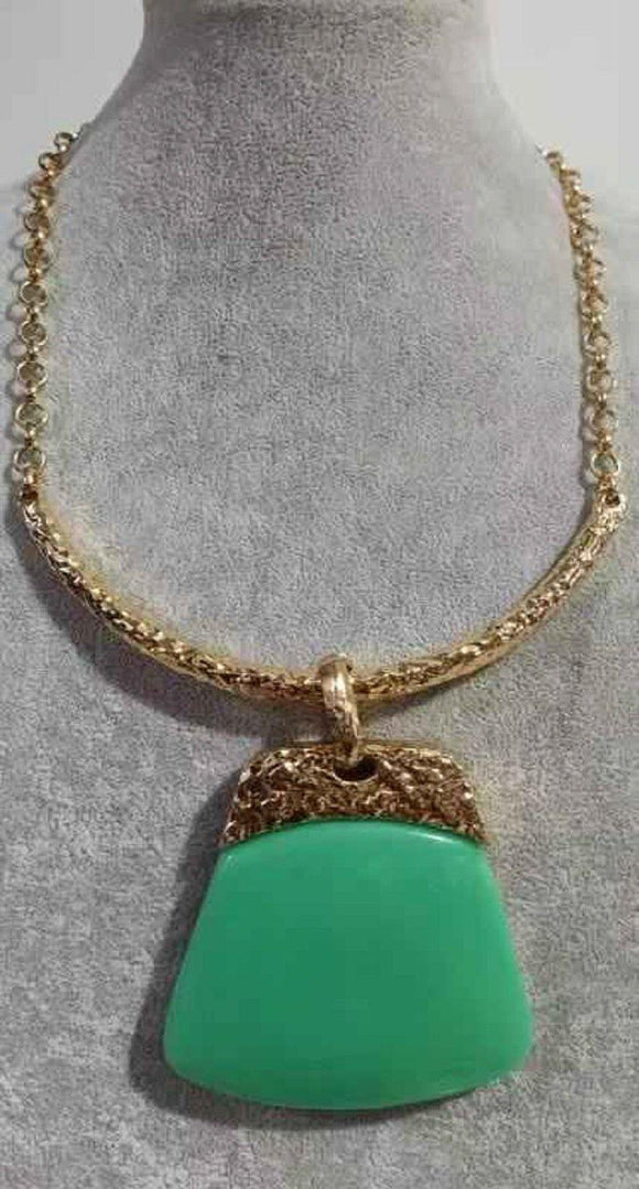 GOLD METAL NECKLACE SET GREEN STONES ( 3946 GN )