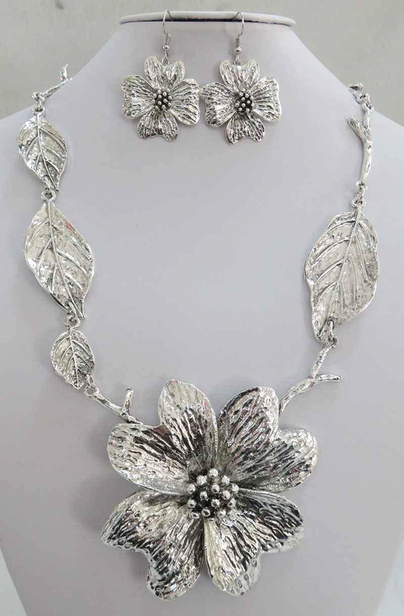 SILVER FLOWER NECKLACE SET ( 3939 AS )