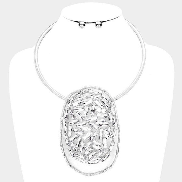 LARGE OVAL HAMMERED SILVER PENDANT WITH RECTANGULAR CLEAR STONES NECKLACE SET ( 3208 )