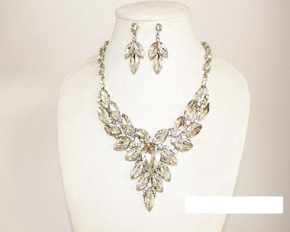 SILVER CLEAR TEARDROP CENTER SURROUNDED BY MARQUISE STONES NECKLACE SET ( 1018 SCRY )