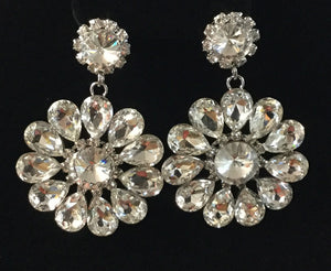 SILVER DANGLING FLOWER EARRINGS WITH CLEAR RHINESTONES ( 2136 )