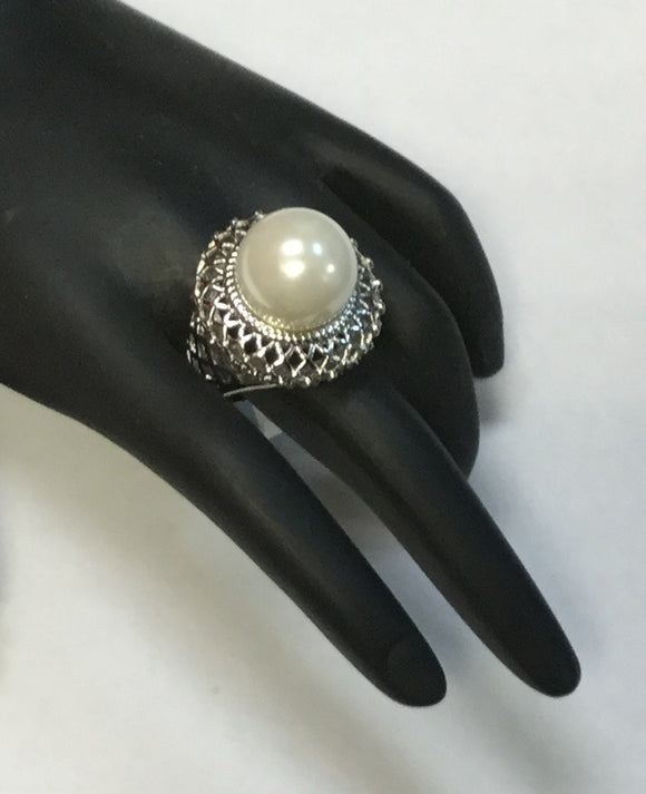SILVER RING WITH WHITE PEARL SIZE 8 ( 1849 )