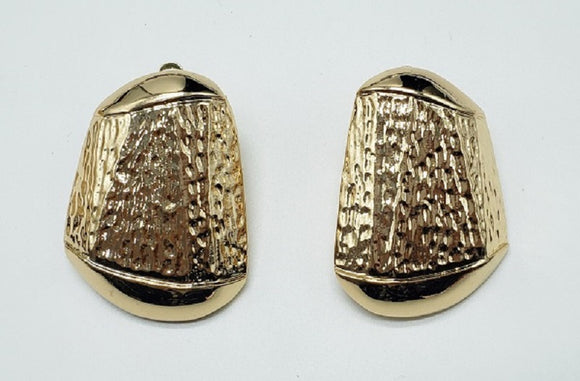 GOLD METAL TEXTURE CLIP ON EARRINGS ( 007 )