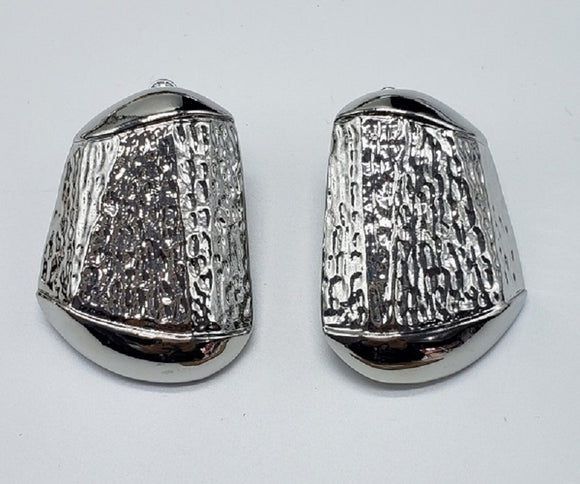 SILVER METAL TEXTURE CLIP ON EARRINGS ( 007 )