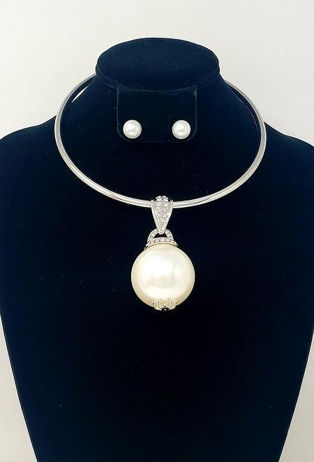 SILVER CHOKER WITH WHITE BALL AND MATCHING EARRINGS ( 3170 )