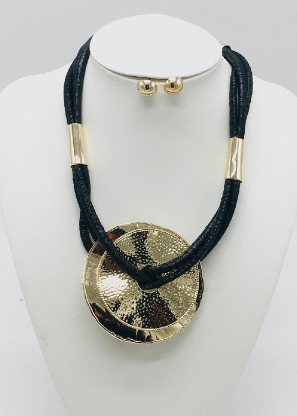 BLACK GOLD LEATHER NECKLACE SET METAL CIRCLES ( 3307 )
