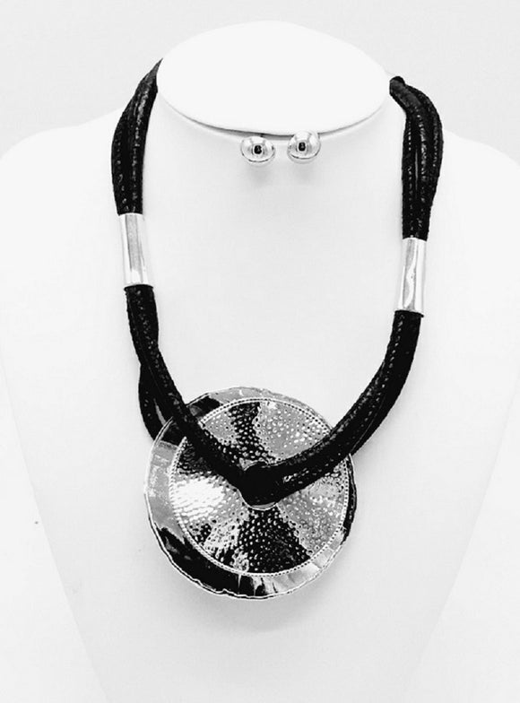 BLACK SILVER LEATHER NECKLACE SET METAL CIRCLES ( 3307 )