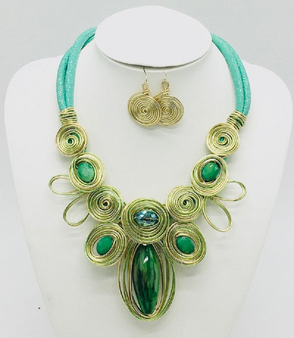 GREEN AND GOLD COIL WIRE BIB NECKLACE SET ( 10025 )