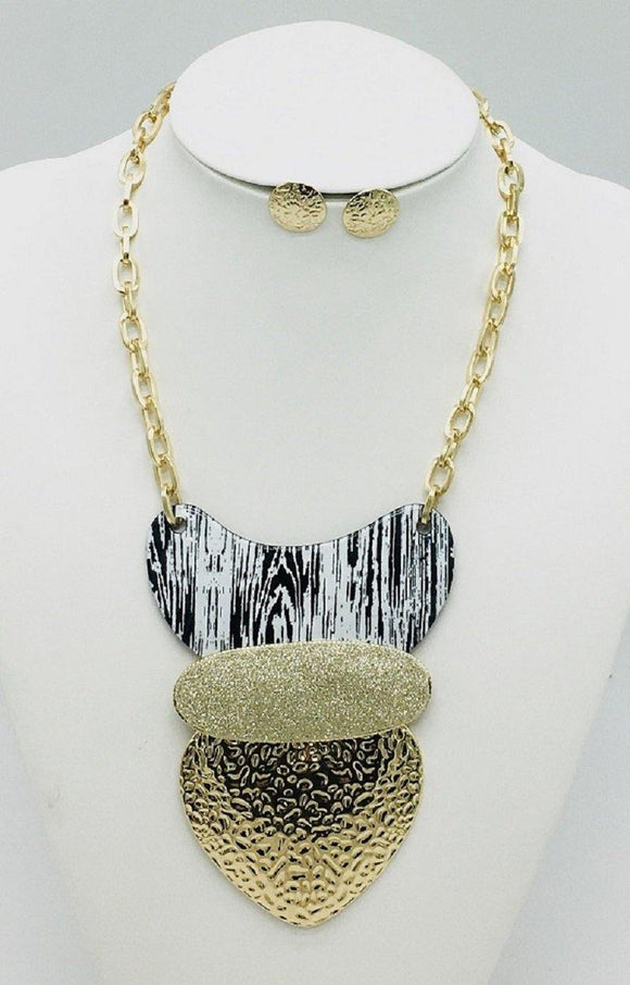 GOLD NECKLACE SET BLACK WHITE PENDANT ( 10066 GBK )