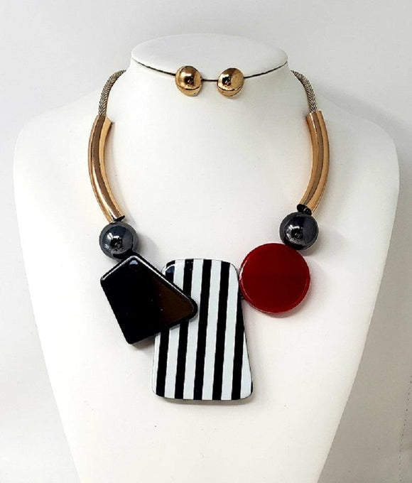 GOLD NECKLACE SET BLACK WHITE RED PIECES ( 10069 G )