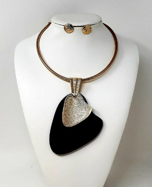GOLD CHOKER NECKLACE SET BLACK PENDANT ( 10122 GBK )