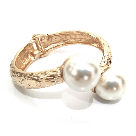 Gold Hammered Hinged Bangle with Cream Pearls ( 2275 )