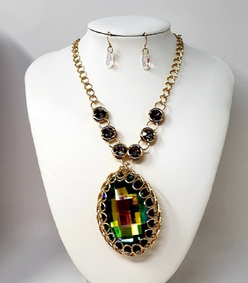 GOLD NECKLACE SET WITH GREEN AB STONES ( 2516 )