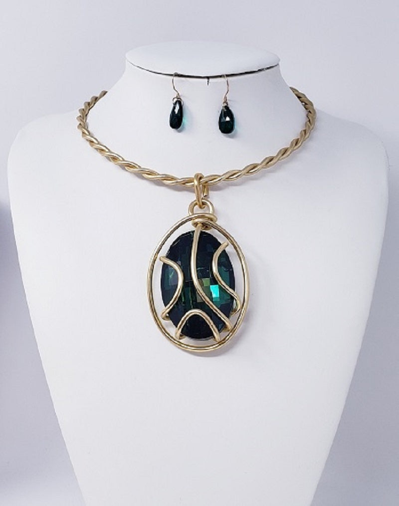 GOLD TWISTED CHOKER SET WITH LARGE GREEN STONE ( 2526 )