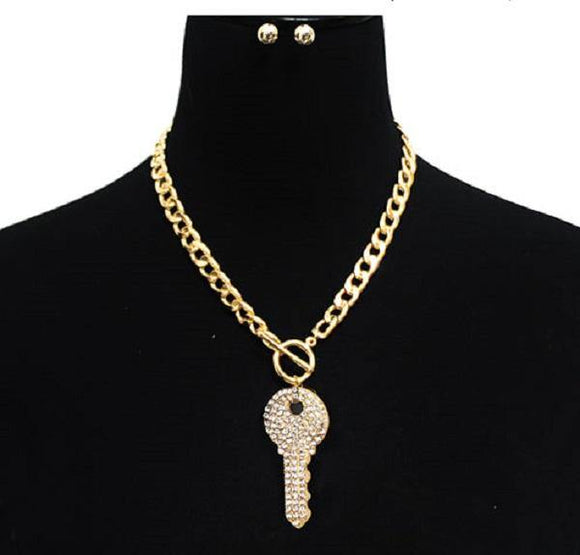 GOLD TOGGLE NECKLACE WITH CRYSTAL KEY ( 3013 GDCLR ) - Ohmyjewelry.com