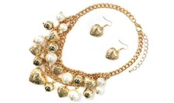 GOLD HEART CHARMS AND CREAM PEARLS NECKLACE SET ( 7165 )