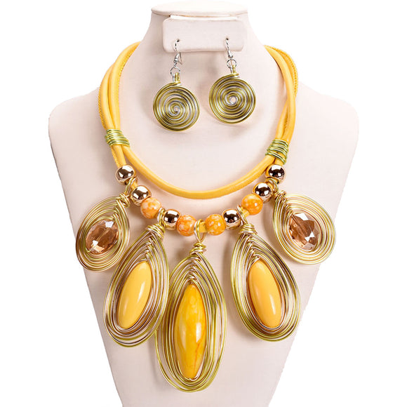 YELLOW FAUX LEATHER NECKLACE SET WIRE SWIRL ( 10897 )