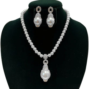 White Pearl Necklace Set with Clear Rhinestones and Silver Accents ( 31 )