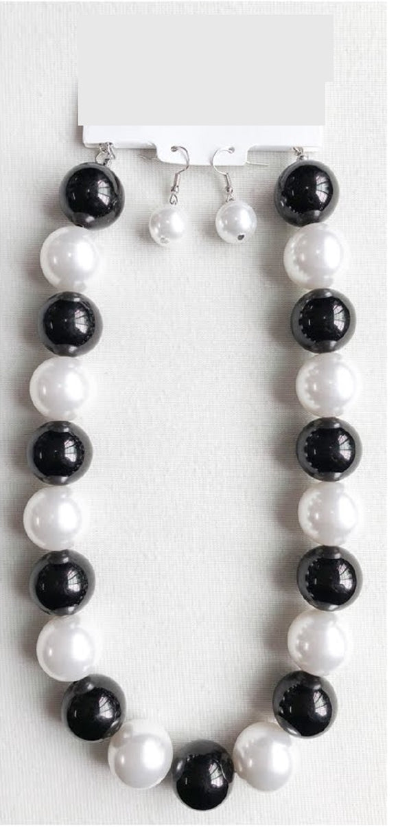 22mm WHITE AND BLACK 1 LAYER PEARL BEADED NECKLACE SET ( 1000 )