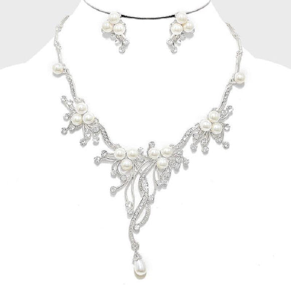 SILVER NECKLACE WITH RHINESTONES AND PEARLS AND MATCHING EARRINGS ( 9041 )