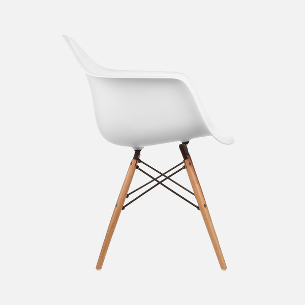 Eames Replica Armchair Chair – Wooden legs DAW – White Side