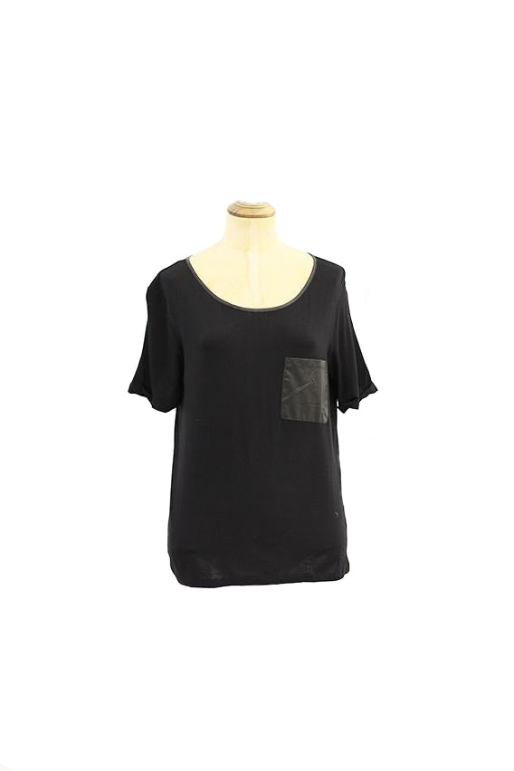 Black tshirt with zipper and leather pocket