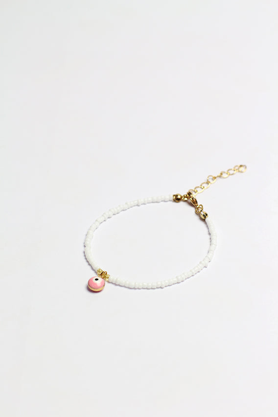White beads bracelet with pink eye pendant